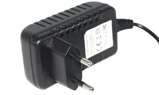Punjač 12V 1500mA